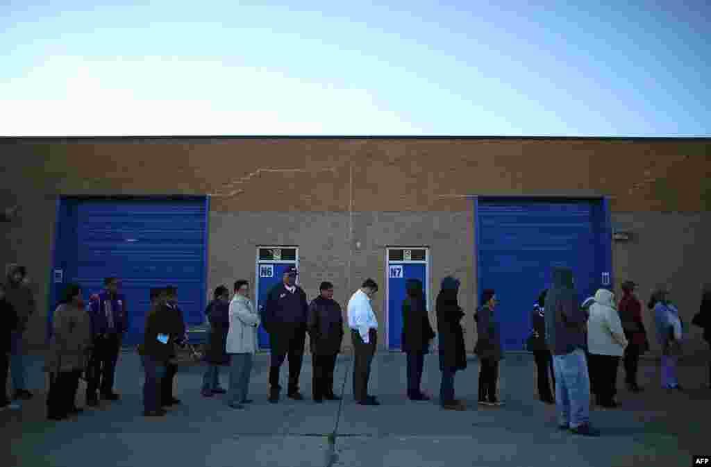 Очередь на избирательный участок в городе Мильфорд, штат Вирджиния.