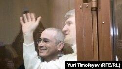 Михаил Ходорковский и Платон Лебедев в ожидании вердикта суда