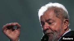 Мурдагы президент Лула да Силва Бразилиядагы социалисттик Эмгек партиясынын негиздөөчүлөрүнөн саналат. 10.5.2017. REUTERS.