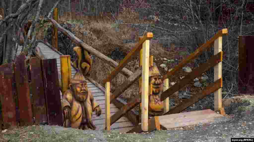 Дерев'яний місток через Кизилкобінку– тут «чатують» гноми