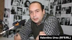 Cornel Ciurea în studioul Europei Libere la Chișinău