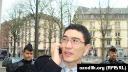 RFE/RL journalist Alisher Sidikov talks with NATO officials in Strasbourg in 2009.