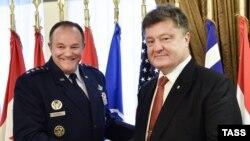 Філіп Брідлав (Л) і Петро Порошенко
