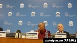 Դալայ Լաման Պրահայում կայացած քննարկման ժամանակ, 11-ը դեկտեմբերի, 2011թ.