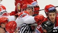 Чемпионат мира по хоккею все еще остается в центре внимания
