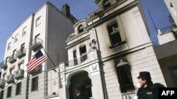 Beograd, zgrada Ambasade SAD dan nakon što je zapaljena
