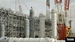 Проект «Сахалин-2» осуществляется консорциумом иностранных нефтегазовых компаний на условиях СРП с Россией
