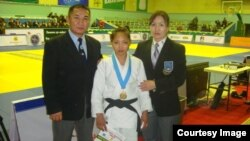Отгонцэцэг Галбадрах и ее тренер Энхбаатар Дашжамц (справа).
