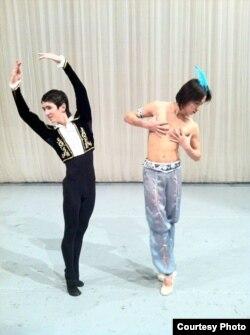 А. Ваганова атындагы балет академиясындагы репетицияда. Фарух жана Алишер. 2011-жыл