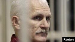 Белорусский правозащитник Алесь Беляцкий в суде, ноябрь 2011 г.