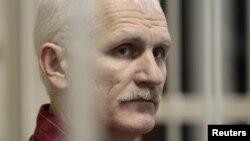 Алесь Беляцкий в зале суда