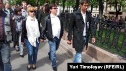 Дмитрий Гудков (крайний справа) на протестной акции в Москве