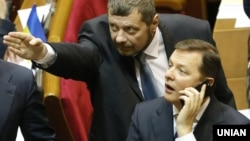 Лідер Радикальної партії Олег Ляшко (праворуч) під час засідання Верховної Ради України (ілюстраційне фото)