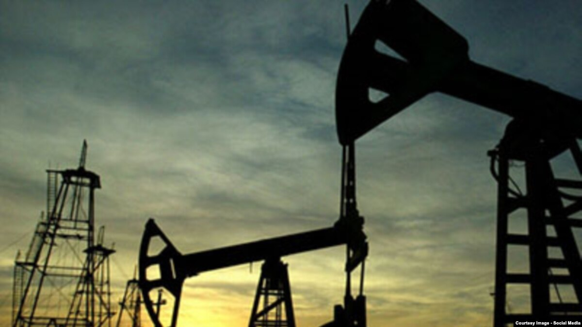 Котировки нефти упали до минимума за 8 месяцев