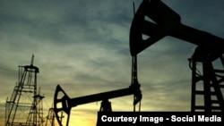 Станом на 23:55 за Києвом котирування нафти марки Brent перебували поблизу позначки 56 з половиною доларів за барель, американська нафта WTI коштувала на 9 доларів дешевше