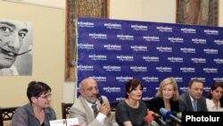 Пресс-конференция, предшествовавшая открытию выставки «Дали и сюрреалисты», Ереван, 7 июля 2011 г.