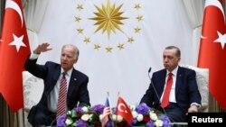 Presidenti i zgjedhur i SHBA-së, Joe Biden dhe ai i Turqisë, Recep Tayyip Erdogan. Fotografi nga arkivi.