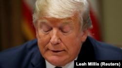 Трамп беседует с журналистами после возвращения из турне