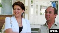 Анжаліка Борыс пасьля суду са сваім адвакатам Уладзімірам Кісялевічам