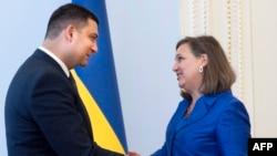 Спикер Верховной Рады Владимир Гройсман и помощник государственного секретаря США Виктория Нуланд. Киев, 15 июля 2015 года.