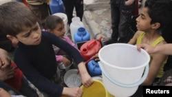 Սիրիա - Հալեպցի երեխաները ջրի հերթում, արխիվ