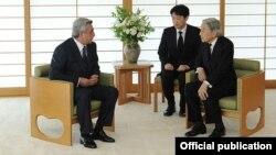 Встреча президента Армении Сержа Саргсяна с императором Японии Акихито, Токио, 7 июня 2012 г. (Фотография - пресс-служба президента Армении)