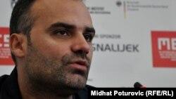 Dino Mustafić: Jedan uski krug ljudi je iskoristio rat da bi eksproprisao državnu imovinu i napunio džepove