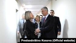 Federica Mogherini la întîlnirea cu președintele Kosovo, Hashim Thaci, la Priștina