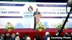 Prezident İlham Əliyev sərginin açılışında çıxış edir, Bakı, 6 iyun 2006