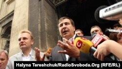 Мер Львова Андрій Садовий та 3-ій президент Грузії Міхеїл Саакашвілі, Львів, 8 серпня 2014 року