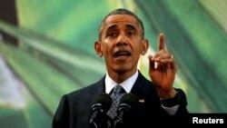 Președintele Barack Obama, la Manila, criticând politicienii americani care se opun admiterii refugiaților din Siria