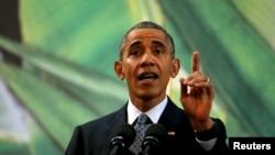 Президент Барак Обама отвечает на вопрос о попытках законодателей затруднить въезд в страну беженцам из Сирии