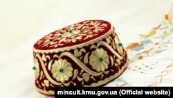 Орнамент «Орьнек» на фесе – головном уборе крымских татар, иллюстрационное фото