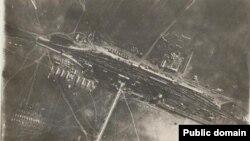 Gara Răcăciuni (vedere aeriană) în timpul Primului Război Mondial, unde a avut loc întâlnirea dintre regele Ferdinand I și contele Ottokar Czernin