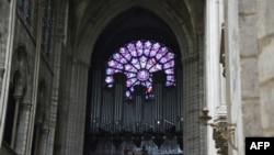 Ден след пожара стана ясно, че органът на катедралата, както и единият розетен прозорец, са напълно запазени