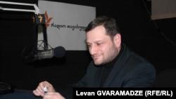 Член политсовета правящей партии не впервые выражает недовольство по поводу кадровой политики «Грузинской мечты». Еще в начале этого года Армаз Ахвледиани призвал премьера очистить партию от «старых крокодилов»