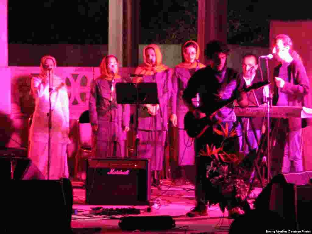 نمایی از کنسرت گروه پیکولو در کاخ سعدآباد تهران
