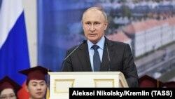 Про це Володимир Путін заявив на Міжнародному економічному форумі в Санкт-Петербурзі 6 червня