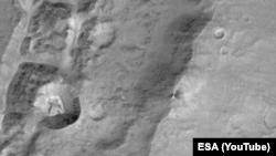 Фотография поверхности Марса, сделанная зондом Trace Gas Orbiter