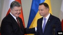 Петро Порошенко (л) і Анджей Дуда (п) під час зустрічі, Варшава, 2 грудня 2016 року