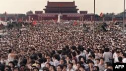Копия статуи Свободы на Тяньаньмэнь.