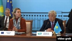 Верховный представитель ЕС по иностранным делам и политике безопасности Федерика Могерини и министр иностранных дел Казахстана Ерлан Идрисов.