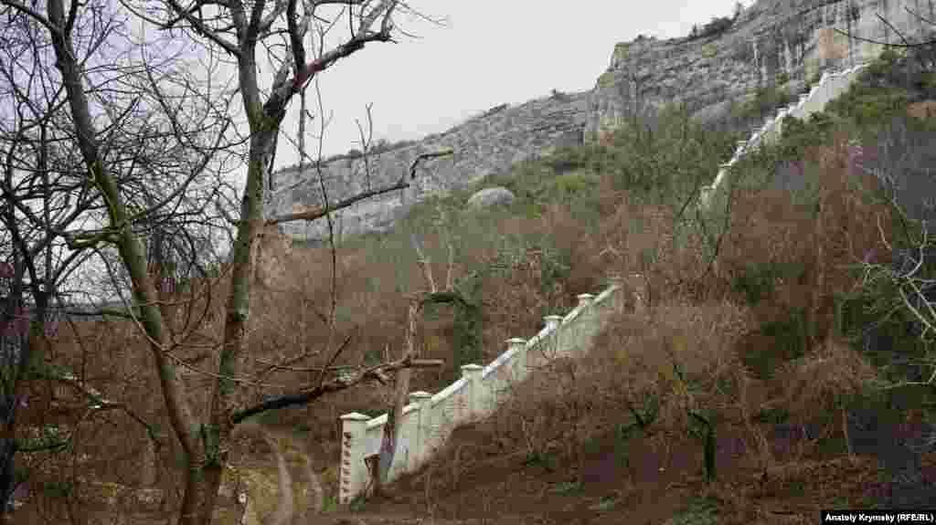 Восточная граница монастыря