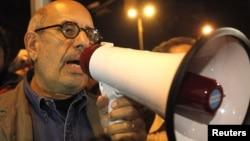 Ел Барадеј зборува за време на протестите во Каиро, 30 јануари, 2011