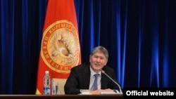 Прошлогодний Атамбаев казался более энергичным и позитивно заряженным.