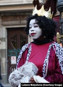 Женщина в роли волхва-мантерос, 5 января 2018 года