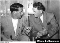 Almaniya - alman yazar Stephan Hermlin və SSRİ-dən Almaniyaya səfər etmiş Nazım Hikmət, Berlin, 1952.