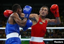 Fazliddin Gaibnazarov of Uzbekistan (right) defeated Cuban-born Lorenzo Sotomayor Collazo, who was fighting under Azerbaijan's flag, to win gold in the light welterweight boxing final.