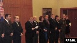 Predsjednik Mesić sa savjetnicima na prijemu za novinare, Foto: Enis Zebić