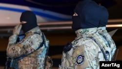 Сотрудники службы государственной безопасности (DTX) Азербайджана.